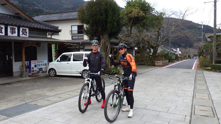 17,18日と休みをいただき、熊本県水上村のご依頼で山を走る、林道、作業道をつなげMTBのコースが出来ないかと2回目の調査で行ってきました、前回からさらに10キロ距離を伸ばせ、50キロのコースが繋がりました、ハードな面もありますが、景色最高、食、お酒も魅力的で地元の方々の熱意、温かさ、どれも最高で2日間楽しく調査が出来ました。